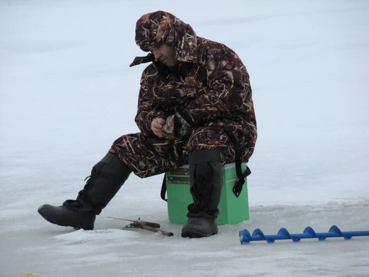 How to Ice Fish: A Beginner's Guide to Ice Fishing